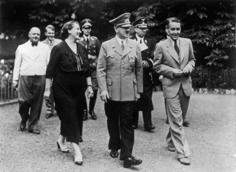 hitler-a-casa-wagner-tra Winifred e Wieland wagner